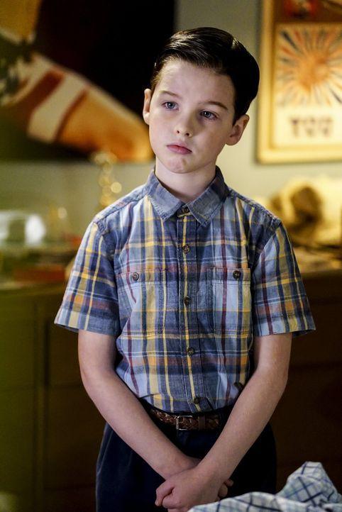 Eigentlich glaubt Sheldon (Iain Armitage), dass sein Bruder ein hoffnungsloser Fall ist, was schulische Leistungen angeht, doch dann bringt Georgie... - Bildquelle: Warner Bros.