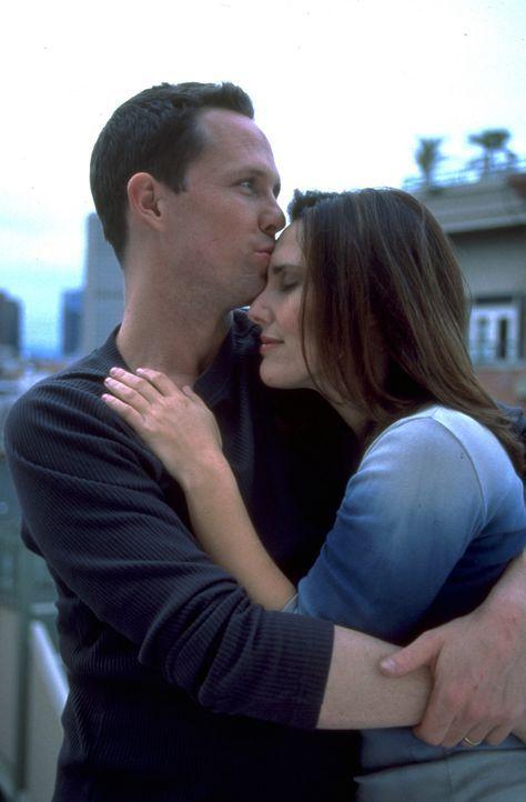 Als Kirsty (Ashley Laurence, r.) und Trevor (Dean Winters, l.) bei einem Autounfall in einen See stürzen, kann Trevor in letzter Minute gerettet we... - Bildquelle: Miramax Films