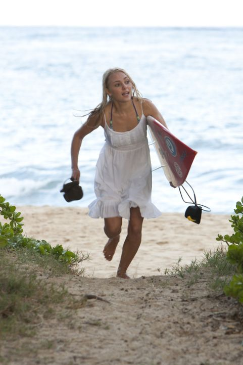 Muss mit einem schweren Schicksalsschlag zurechtkommen: Bethany Hamilton (Anna Sophia Robb) ... - Bildquelle: Mario Perez, Noah Hamilton Tristar Pictures, Inc., FilmDistrict Distribution, LLC. and Enticing Entertainment, LLC.  All rights reserved