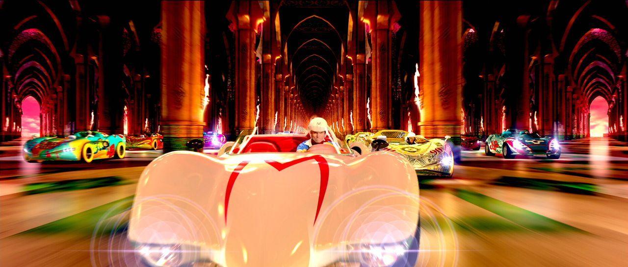 Mit halsbrecherischem Tempo fegt er über die Piste, umgeht die Konkurrenten, prescht vorbei und lässt sie Staub schlucken - Speed Racer (Emile Hirsc... - Bildquelle: 2008   Warner Brothers
