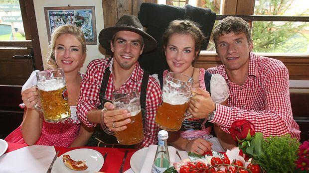 Philipp-Lahm-Thomas-Mueller-Ehefrauen-13-10-06-getty-AFP