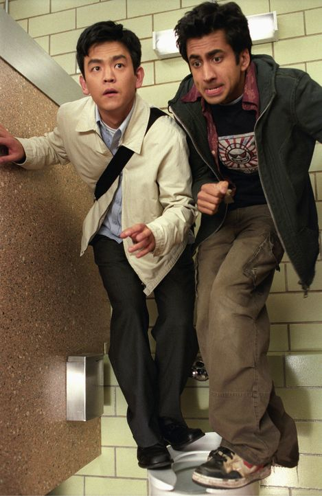 Während der Heißhunger immer stärker wird und das Dope langsam ausgeht, scheint für Harold (John Cho, l.) und Kumar (Kal Penn, r.) keine Rettung...