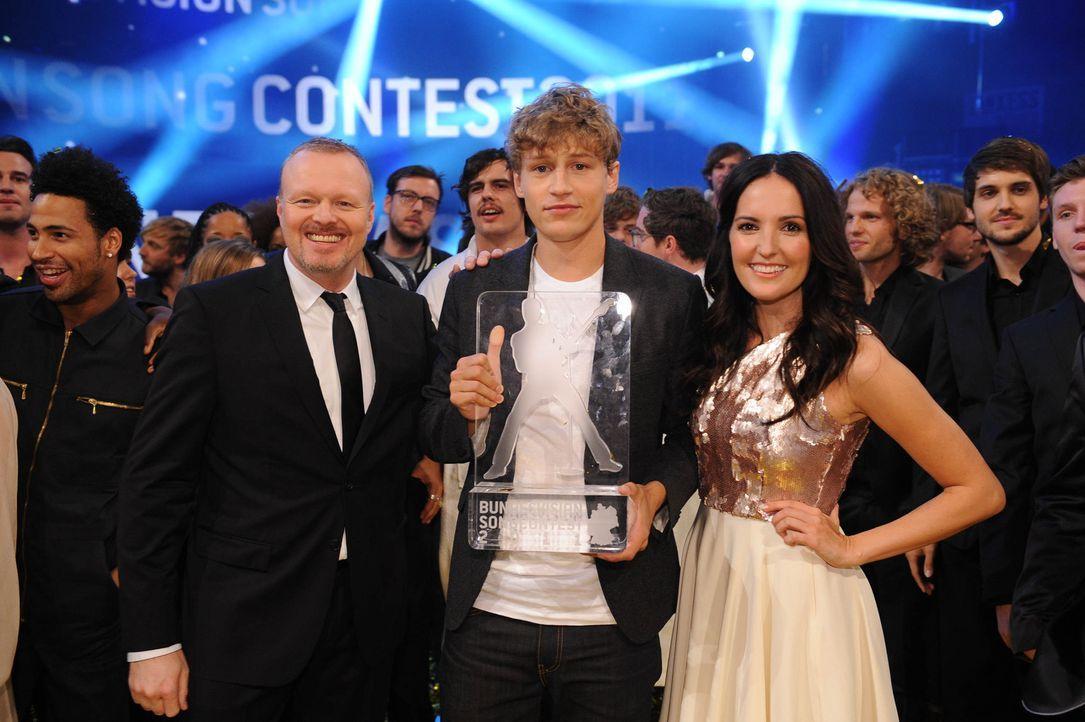 Rückblick zum Bundesvision Songcontest: Stefan Raab (l.), Tim Bendzko (M.) und Johanna Klum (r.) ... - Bildquelle: ProSieben
