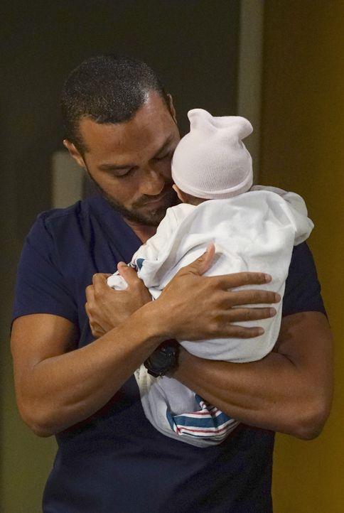 Ist überglücklich über seine Tochter: Jackson (Jesse Williams) ... - Bildquelle: Eric McCandless 2016 American Broadcasting Companies, Inc. All rights reserved.