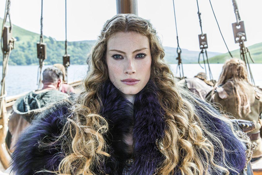 Kommt nach Kattegat, wo sie Ragnar in ein schwieriges Dilemma bringt: Aslaug (Alyssa Sutherland) ... - Bildquelle: 2013 TM TELEVISION PRODUCTIONS LIMITED/T5 VIKINGS PRODUCTIONS INC. ALL RIGHTS RESERVED.