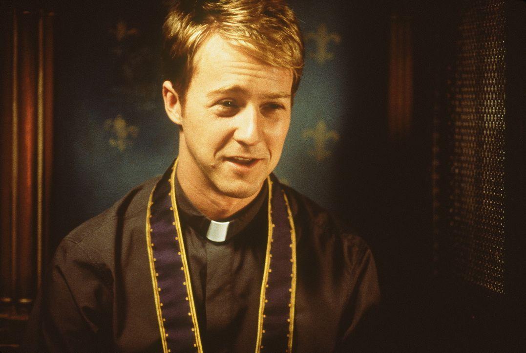 Der katholische Priester Brian (Edward Norton) schreckt nicht vor unkonventionellen Methoden zurück, um seine Schäfchen in die Kirche zu treiben.... - Bildquelle: SPYGLASS ENTERTAINMENT GROUP, LP