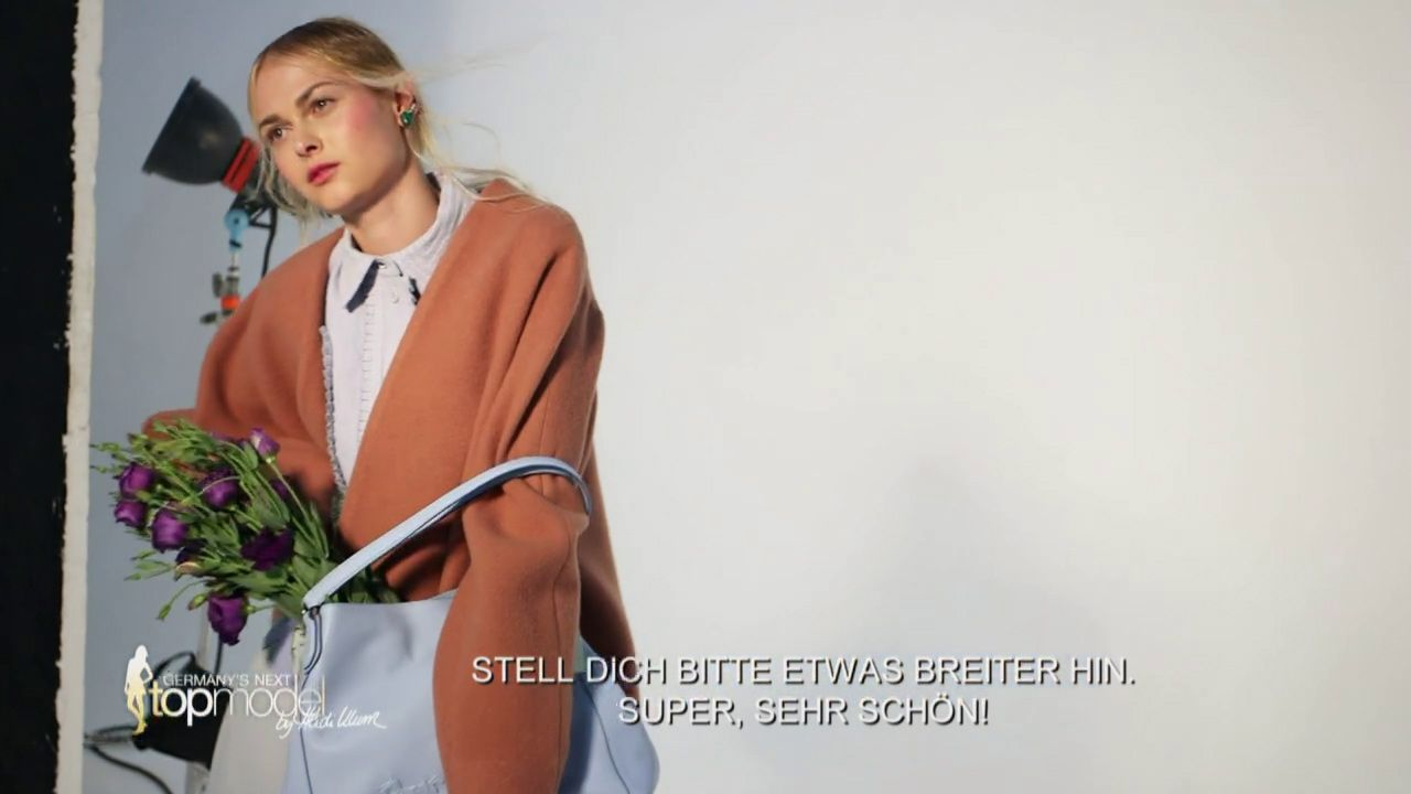 GNTM-Stf10-Epi09-Casting-Remix-Magazin-19-Darya-ProSieben - Bildquelle: ProSieben