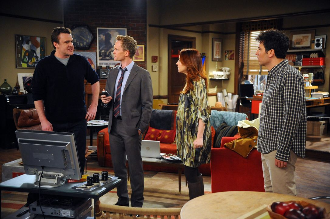 Robin beendet ihre Beziehung zu Kevin, was Ted (Josh Radnor, r.) dazu bringt, ihr seine Gefühle zu gestehen. Währenddessen macht es sich Barney (N... - Bildquelle: 20th Century Fox International Television