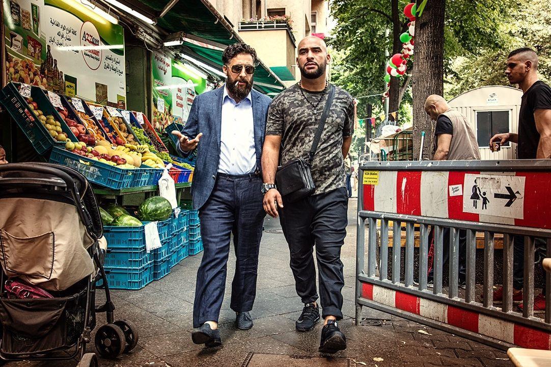 Toni (Kida Khodr Ramadan, l.); Abbas (Veysel Gelin, r.) - Bildquelle: 2017 Turner Broadcasting System Europe Limited & Wiedemann & Berg Television GmbH & Co.