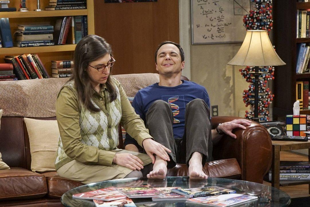 Versucht ihren egomanen Freund Sheldon (Jim Parsons, r.) zur Vernunft zu bringen: Amy (Mayim Bialik, l.) ... - Bildquelle: 2016 Warner Brothers