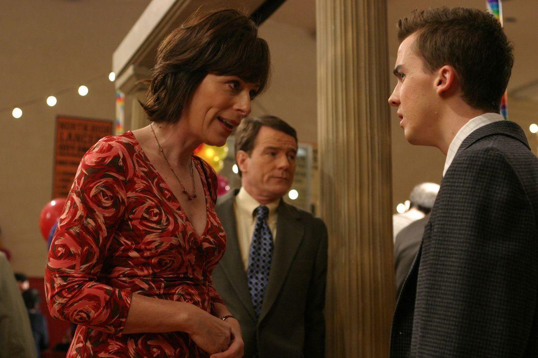 Lois (Jane Kaczmarek, l.) und Hal (Bryan Cranston, M.) bemerken, dass sie gar nicht mehr miteinander reden. Daraufhin beschließt Hal, Malcolm (Frank... - Bildquelle: TM &   2005 - 2006 Twentieth Century Fox Film Corporation and Regency Entertainment (USA), Inc.
