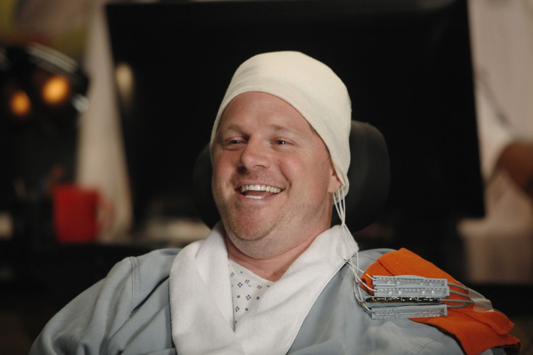 Das MRT von Mickey Wenschler (Jay Cramer) zeigt einen schwierigen Hirntumor ... - Bildquelle: ABC Studios