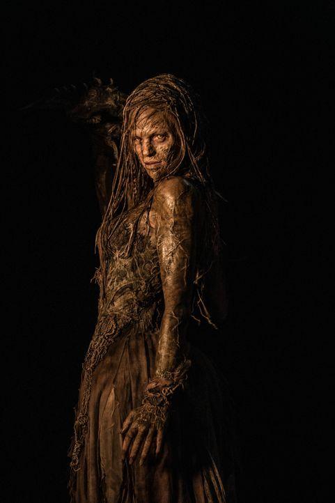 Was wird Hexenjäger Kaulder tun, als er erfährt, dass die Hexenkönigin (Julie Engelbrecht), die er glaubte bereits vor 800 Jahren getötet zu haben,... - Bildquelle: 2015 Concorde Filmverleih GmbH