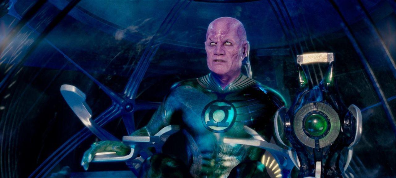 Als ein mächtiger Bösewicht aus dem Gefängnis der Green Lanterns, einer Gruppe außerirdischer Wesen, die sich um den Schutz des Universums kümmern,... - Bildquelle: Warner Bros.