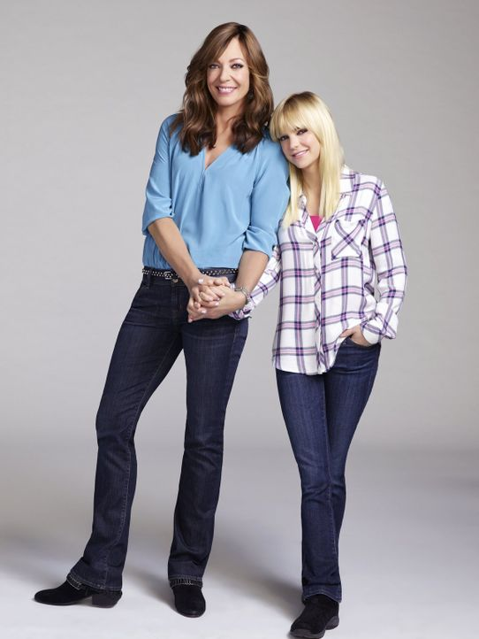 (4. Staffel) - Als Kind wurde Christy (Anna Faris, r.) von ihrer Mutter Bonnie (Allison Janney, l.) oft vernachlässigt und auch im Erwachsenenalter... - Bildquelle: Warner Bros. Entertainment, Inc.