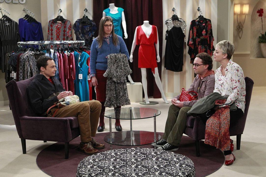 Leonard (Johnny Galecki, 2.v.r.) und Sheldon (Jim Parsons, l.) gehen mit Penny (Kaley Cuoco, r.) und Amy (Mayim Bialik, 2.v.l.) einkaufen. Was zu ei... - Bildquelle: Warner Bros. Television
