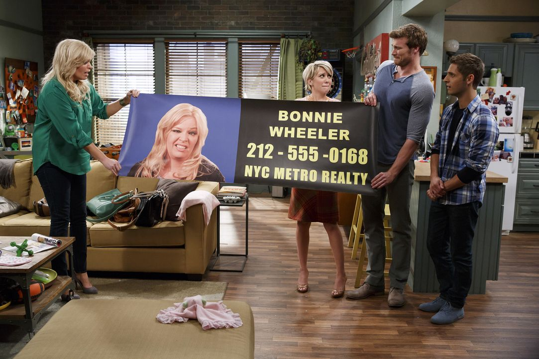 (v.l.n.r.) Bonnie (Melissa Peterman); Riley (Chelsea Kane); Danny (Derek Theler); Ben (Jean-Luc Bilodeau) - Bildquelle: Bruce Birmelin ABC Family