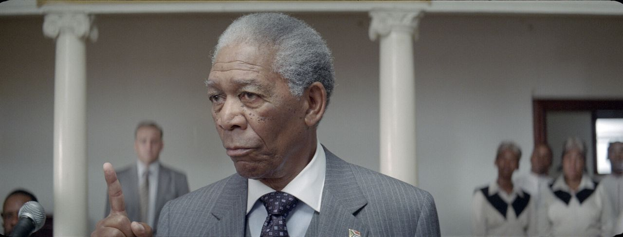 Nelson Mandela (Morgan Freeman) weiß genau, dass der Sport die Welt verändern kann. Er kann inspirieren und Menschen vereinen, wie sonst kaum etwas.... - Bildquelle: Warner Bros.