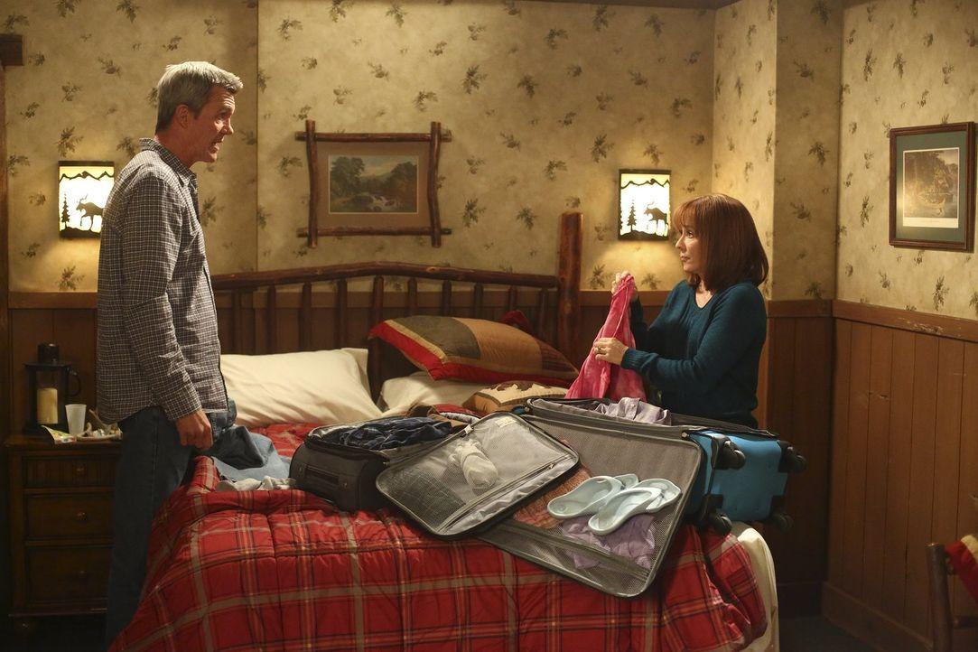 Mike (Neil Flynn, l.); Frankie (Patricia Heaton, r.) - Bildquelle: Warner Brothers