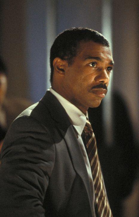 Agent Winston (Michael Beach) bekommt mit studentischen Bombenbastlern verdammt viel Ärger ... - Bildquelle: 2003 NBC, Inc. All rights reserved.