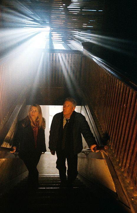 Der geschasste Ermittler Babbage (Richard Gere, r.) führt seine Nachfolgerin (Claire Danes, l.) in die tiefsten Abgründe der menschlichen Seele ....... - Bildquelle: Kinowelt Filmverleih GmbH