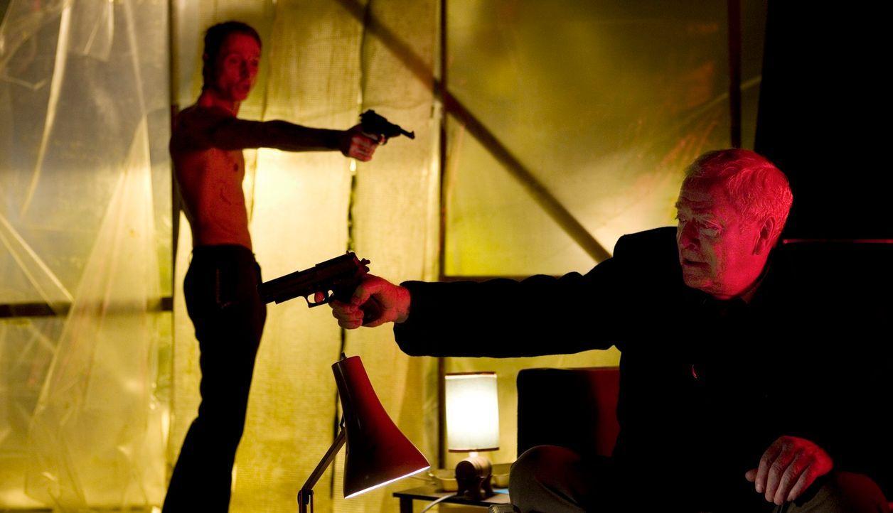Schon bald erkennt Harrys (Michael Caine), dass Stretch (Sean Harris) einer der übelsten Gestalten ist, die das Viertel in Angst und Schrecken verse... - Bildquelle: Ascot Elite Home Entertainment GmbH