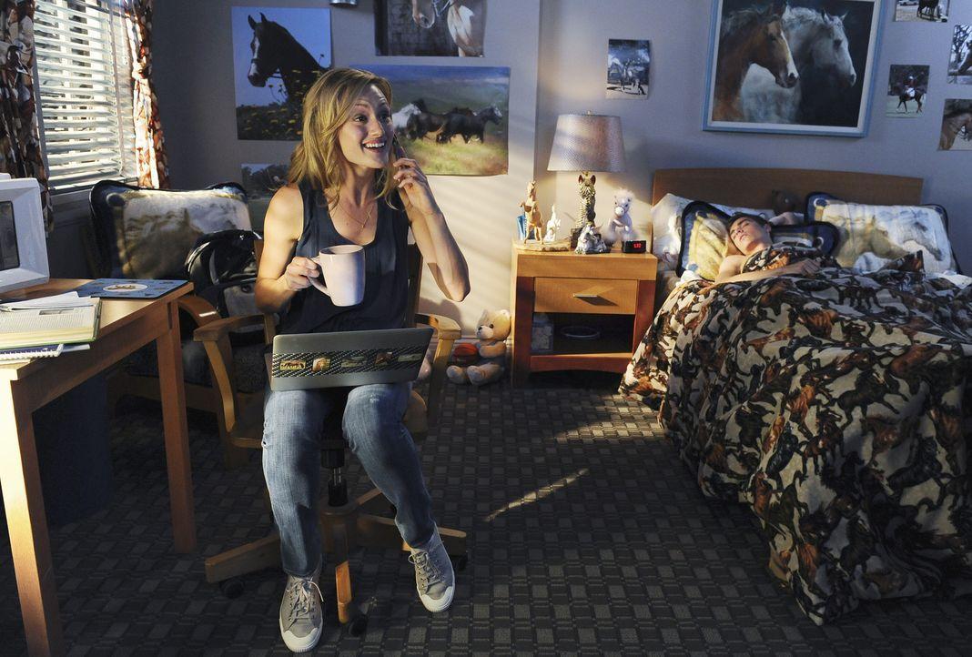 Während Cole (Dave Franco, r.) befürchtet, sein Vater könnte erfahren, dass er derzeit der schlechteste Student seines Jahrgangs ist, ist Lucy (K... - Bildquelle: Touchstone Television