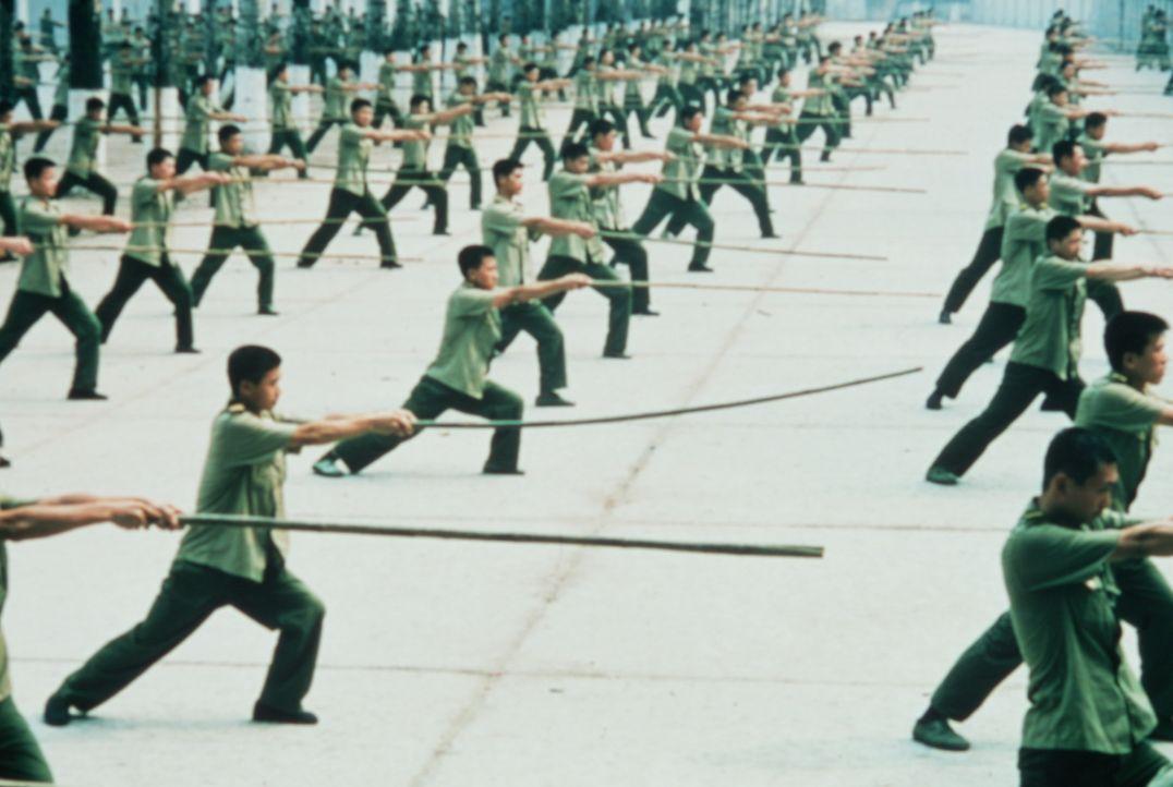 Chon Wang, kampferprobter Gardist Seiner Majestät, dem Kaiser von China, wird beauftragt, die in Amerika entführte Prinzessin Pei Pei aus der Hand... - Bildquelle: SPYGLASS ENTERTAINMENT GROUP, LP