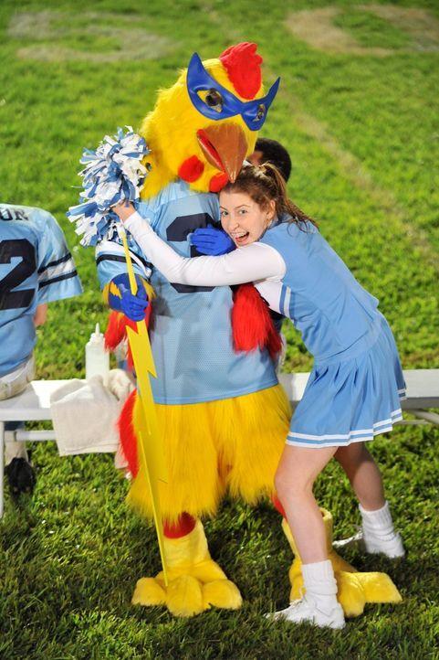 Dass Sue (Eden Sher, r.) Cheerleaderin werden will, sehen ihre Eltern kritisch, sprechen sie ihr doch das nötige Talent dafür ab. Umso erstaunter si... - Bildquelle: Warner Brothers
