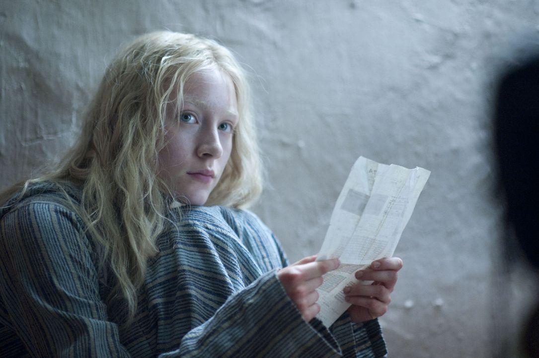 Noch ist Hanna (Saoirse Ronan) nicht klar, dass sie die Frau, die für ihre Existenz verantwortlich ist, töten muss, um überleben zu können ... - Bildquelle: 2011 Focus Features LLC. All Rights Reserved.