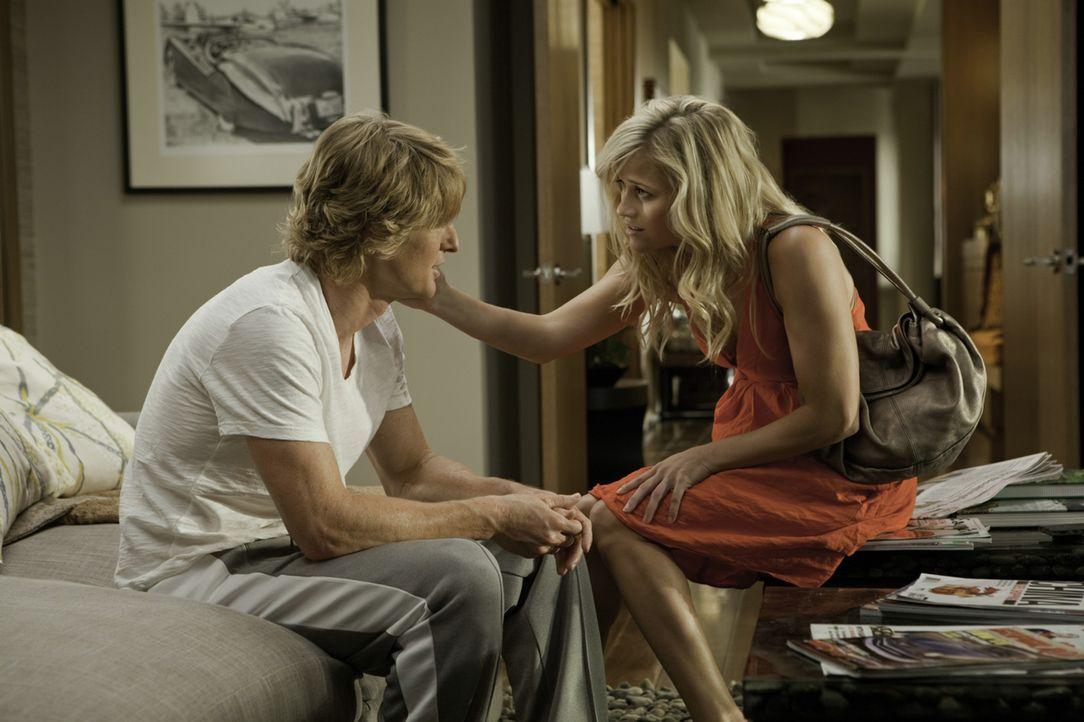 Woher weißt du, dass es Liebe ist? Lisa Jorgenson (Reese Witherspoon, r.) muss sich zwischen einem Baseballstar (Owen Wilson, l.) und einem gescheit... - Bildquelle: 2010 Columbia Pictures Industries, Inc. All Rights Reserved.