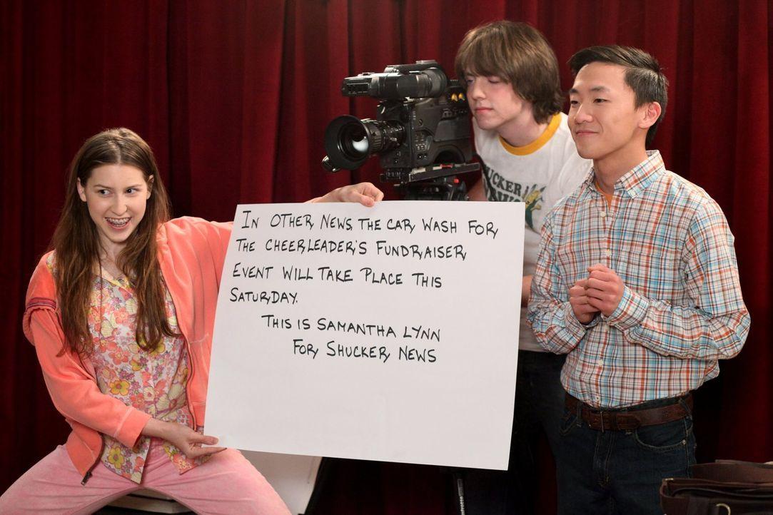 Nachdem sich Sue (Eden Sher, l.) so gut im Nachrichtenclub ihrer Schule macht, hat sie sich auch andere große Pläne gesetzt: Sie möchte in der Mitta... - Bildquelle: Warner Brothers