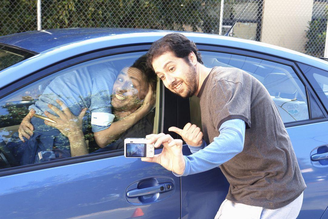 Peinliche Situation: Elliot (Sarah Chalke, l.) und J.D. (Zach Braff, M.) ... - Bildquelle: Touchstone Television