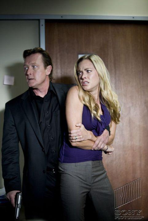 Als Walters (Robert Patrick, l.) Geliebte (Kristanna Loken, r.) getötet wird, will er nur noch eines: Rache! - Bildquelle: 2011 Stage 6 Films, Inc. All Rights Reserved.