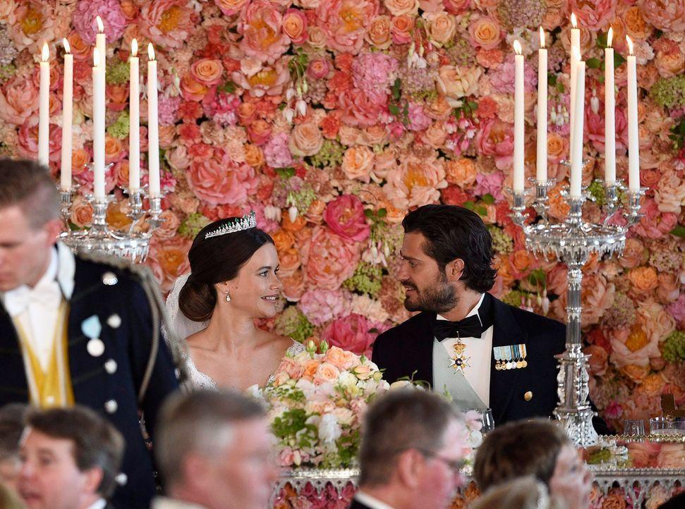 Hochzeit-Prinz-Carl-Philip-Sofia-Hellqvist-15-06-13-7-dpa - Bildquelle: dpa