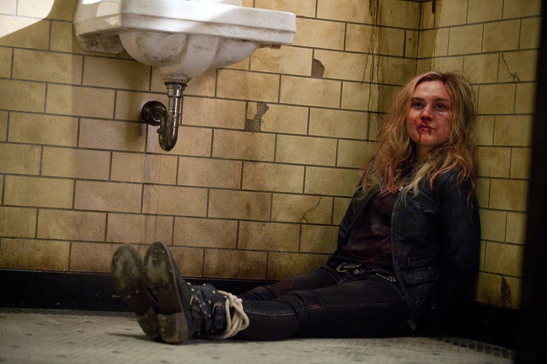 Selbst vor der Folter seiner eigenen Leute schreckt Crowley nicht zurück. Wird er wichtige Informationen aus Meg (Rachel Miner) herausbekommen? - Bildquelle: Warner Bros. Television