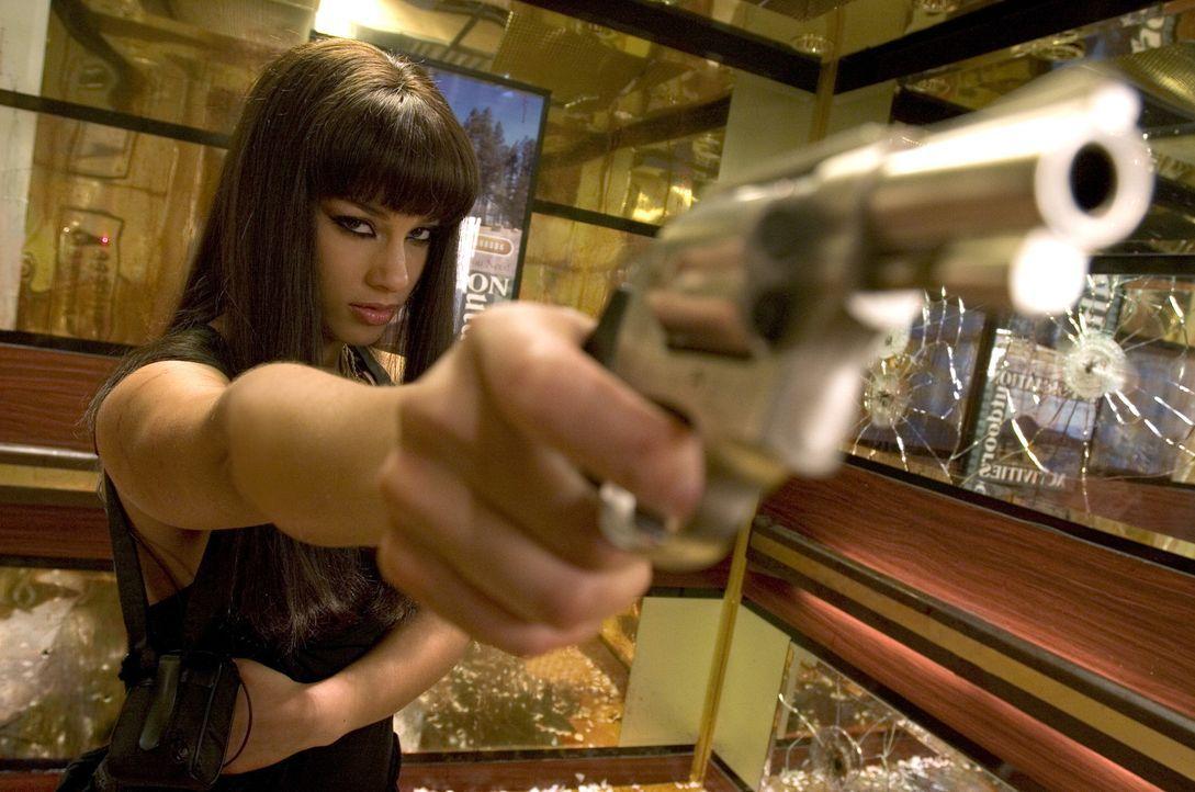 Schön und gefährlich, Georgia Sykes (Alicia Keys) jagt ein ehemaliges Mafiamitglied, um sich die Summe von einer Million Dollar Kopfgeld zu sicher... - Bildquelle: 2006 Universal Studios. All Rights Reserved.