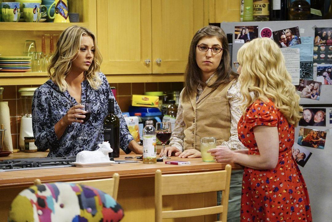 Bernadette (Melissa Rauch, r.) ist außer sich: Woher weiß einer ihrer Kollegen von ihrer Schwangerschaft? Doch nicht etwa von Penny (Kaley Cuoco, l.... - Bildquelle: 2016 Warner Brothers