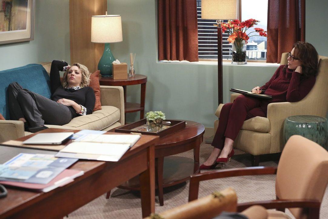 Vom Verkaufsgespräch auf die Couch: Eigentlich wollte Penny (Kaley Cuoco) der Psychologin Dr. Gallo (Jane Kaczmarek, l.) nur neue Medikamente verkau... - Bildquelle: 2015 Warner Brothers