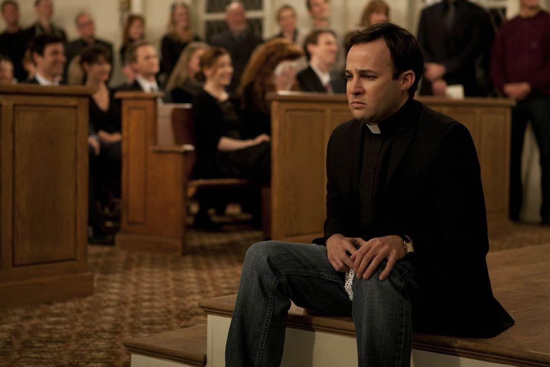 Marshall ist geschockt, dass nicht der von ihnen gewünschte Pastor den Trauergottesdienst halten wird, sondern dessen Sohn Trey (Danny Strong), von... - Bildquelle: 20th Century Fox International Television