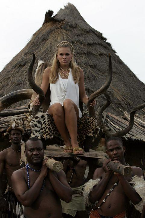 Widerwillig auf dem Weg zu den Hochzeitsfeierlichkeiten: Bionda (Nicolette van Dam) alias Britney Spears ...