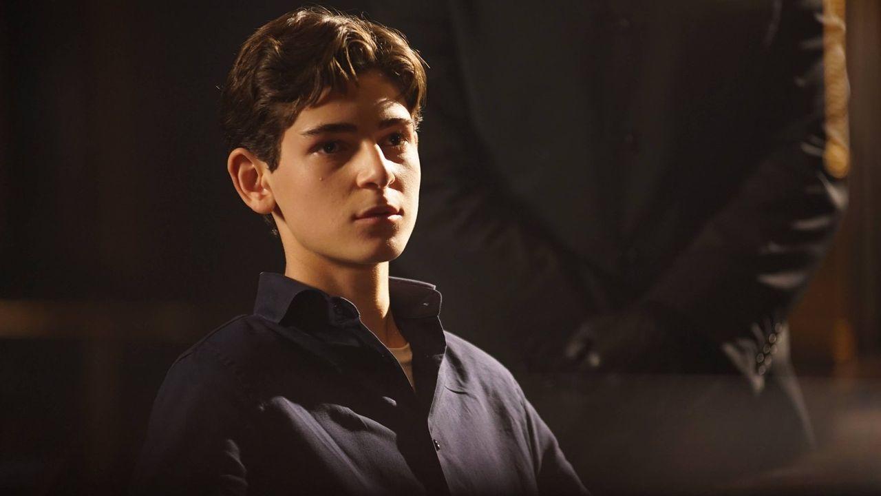 Bruce (David Mazouz) wird entführt und zu Katherine, der Vertreterin des Rates, gebracht. Sie treffen eine Vereinbarung ... - Bildquelle: Warner Brothers