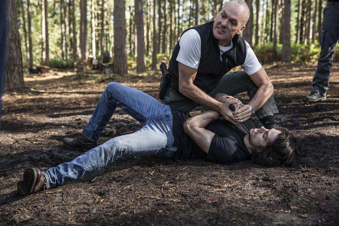 Stan Hurley (Michael Keaton, hinten); Mitch (Dylan O'Brian, vorne) - Bildquelle: Christian Black Studiocanal GmbH / Christian Black