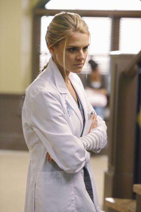 Denise (Eliza Coupe) und Drew wollen sich nicht eingestehen, dass sie einander wirklich mögen, aber da haben sie nicht mit J.D. und Turk gerechnet... - Bildquelle: Touchstone Television