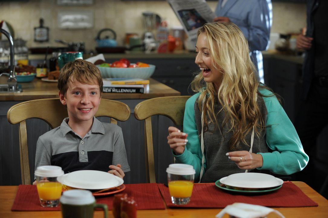 Während Ethan (Connor Kalopsis, l.) und Lizzie (Hana Hayes, r.) eine Lektion in Sachen Wahrheit und Lüge erhalten, macht Todd eine erschreckende Ent... - Bildquelle: 2015-2016 Fox and its related entities.  All rights reserved.