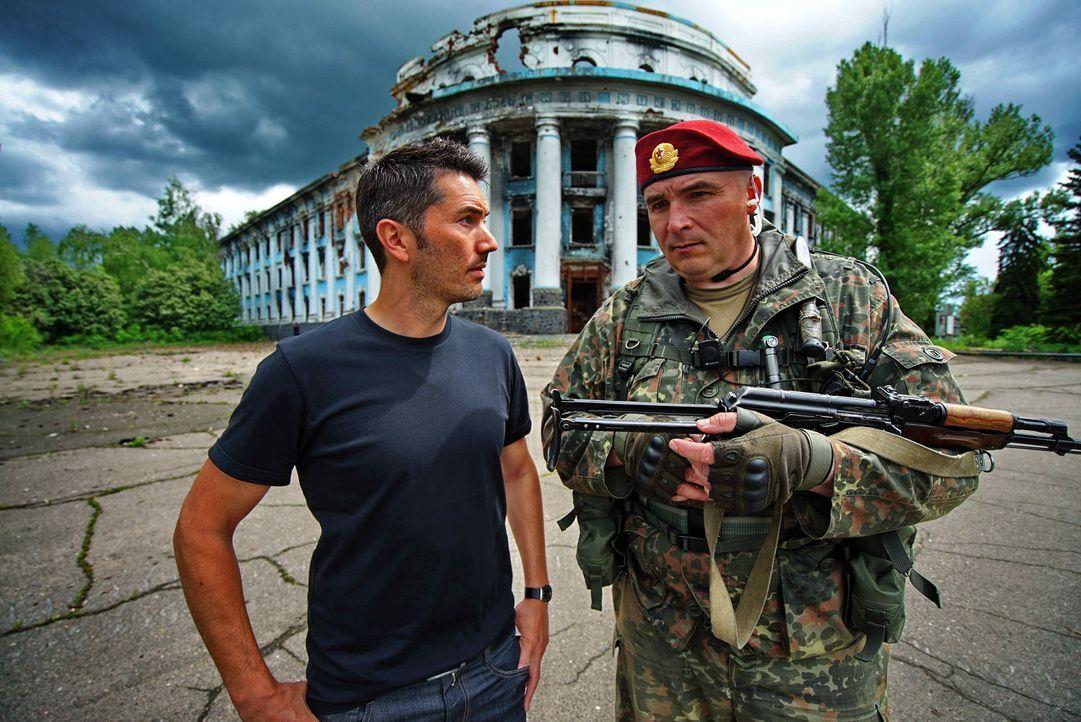 Stefan Gödde (l.) trifft in Russland auf die unterschiedlichsten Menschen - mit dem Ziel, ein Gefühl für das wahre Leben in dem riesigen Land zu bek... - Bildquelle: ProSieben