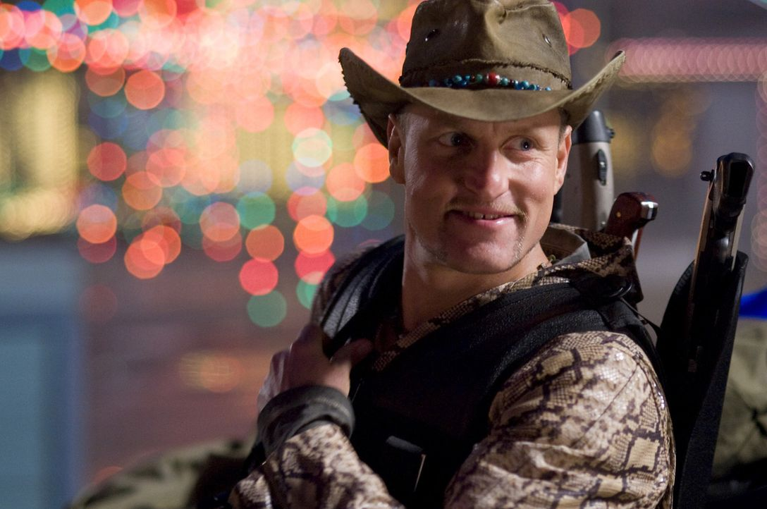 Ist davon überzeugt, dass er der beste und erfolgreichste Zombiekiller der Welt ist: der durchgeknallte Tallahassee (Woody Harrelson) ... - Bildquelle: 2009 Columbia Pictures Industries, Inc. and Beverly Blvd LLC. All Rights Reserved.