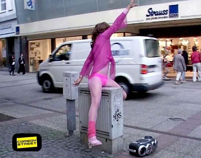 comedystreet-st-04-epi-01-grab-simon-gosejohann-15-prosiebenjpg 700 x 550 - Bildquelle: Guido Ohlenbostel ProSieben