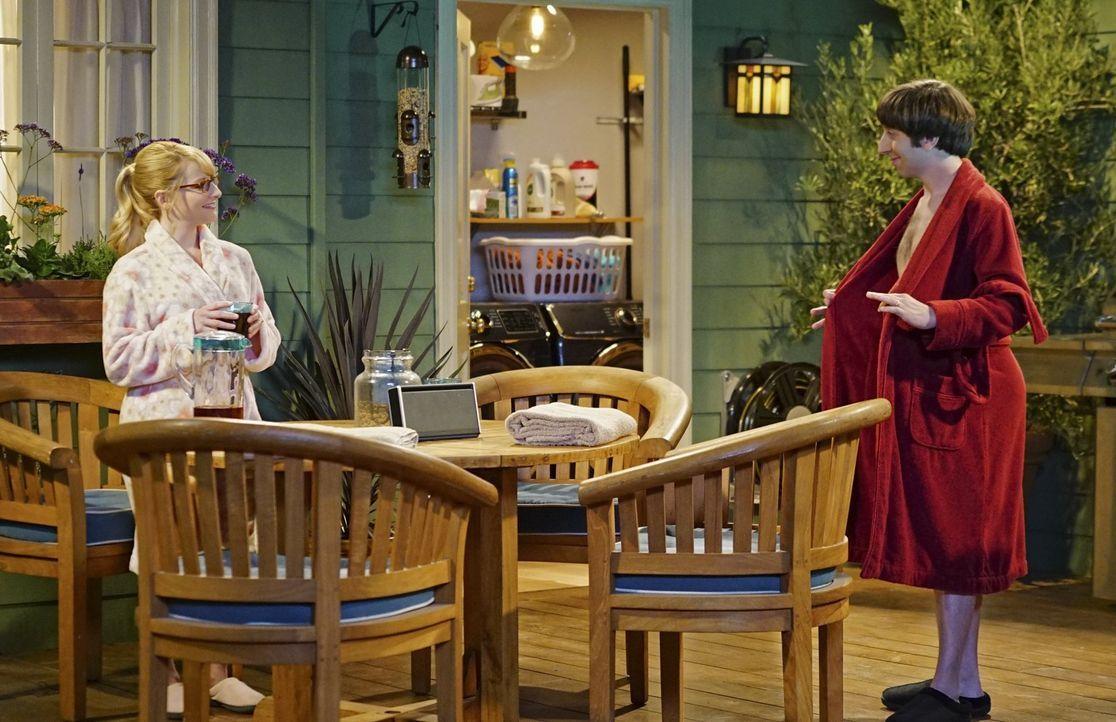 Am Valentinstag wollen Howard (Simon Helberg, r.) und Bernadette (Melissa Rauch, l.) endlich ihren neuen Whirlpool ausprobieren, stoßen aber auf ein... - Bildquelle: 2015 Warner Brothers