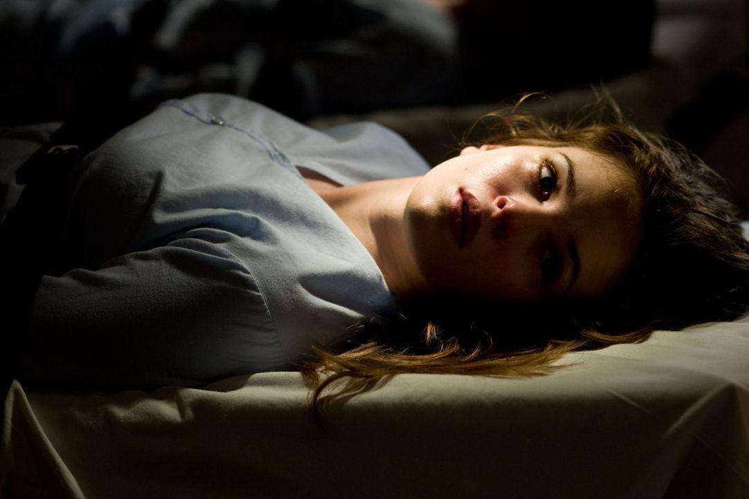 Das Grauen nimmt seinen Lauf und zieht Judys junge Mitarbeiterin Becca (Danielle Panabaker) mitten ins mörderische Geschehen ... - Bildquelle: Saeed Adyani 2010, Overture Films, Participant media, Imagenation Abu Dhabi